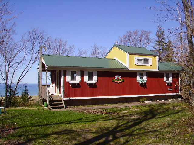 Lake superior cottage rental caboose cottage cabin deer for Small house plans michigan